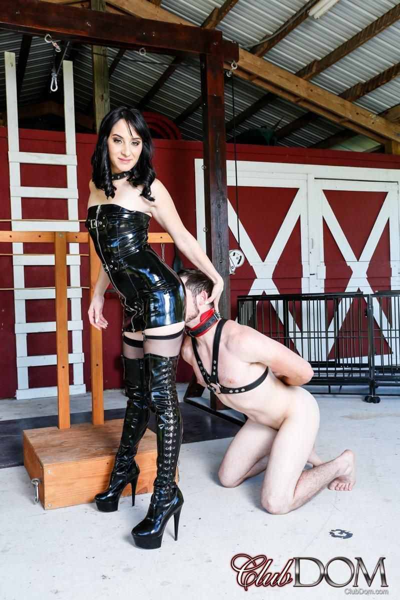 Brown-haired gf Sarah Dice has her sub spouse worship her bum and cooch