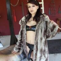 Club Dom Isobel Raven